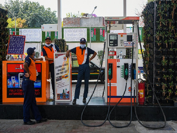 Workers at Petrol Pump as Lockdown commences in the country